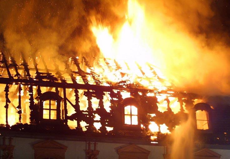 http://www.abc.es/Hemeroteca/imagenes/abc/03092004/Home/incendio.jpg