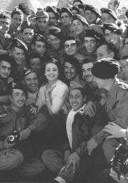 ABC  Carmen Sevilla viajó a Ifni para animar a nuestros soldados en diciembre de 1957