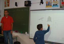 El colegio de Alameda de la Sagra incorpora pizarras digitales a las clases