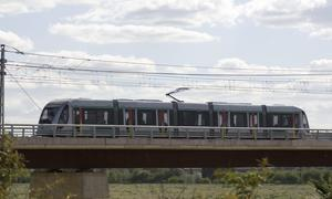 Uno de los trenes del Metro que pasan por San Juan. GOGO LOBATO