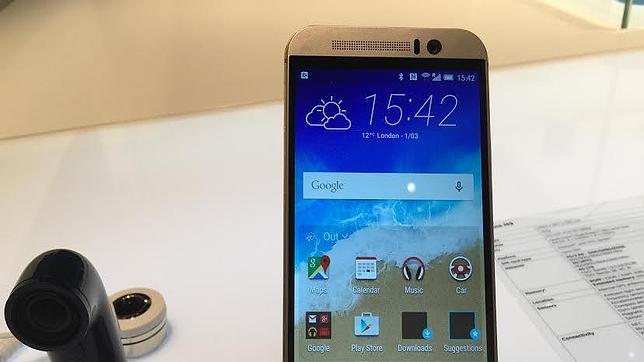 HTC lo vuelve a intentar con un nuevo «smartphone» One M9 y unas gafas de realidad virtual
