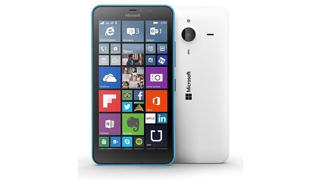 Microsoft lanza los «smartphones» Lumia 640 y 640 XL, la puerta de entrada a Windows 10