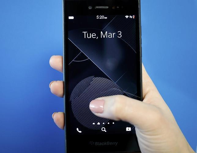 Blackberry anuncia la próxima llegada de un móvil con pantalla curvada y teclado «deslizante»