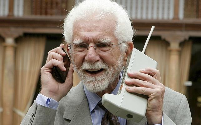 Se cumplen 42 años de la primera conversación por teléfono móvil