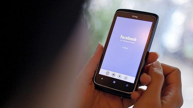 Un error en Facebook permite a los «hackers» eliminar fotos de usuarios