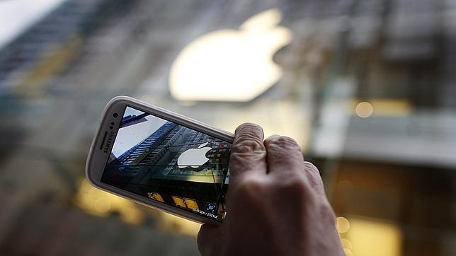 Golpe a Apple: una jueza reduce a la mitad la multa a Samsung por errores de cálculos