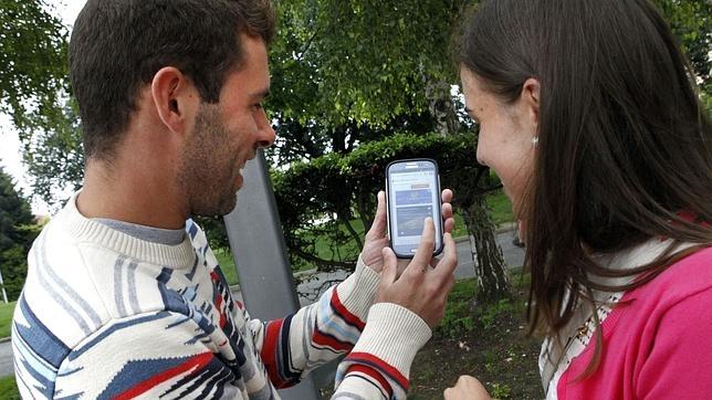 La «nomofobia», o el miedo a salir de casa sin el «smartphone», afecta ya al 75 por ciento de los españoles