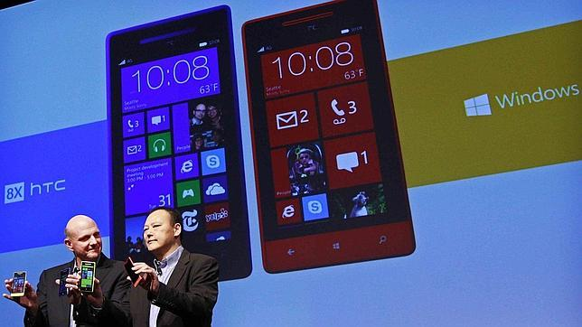Microsoft pide a HTC que incorpore Windows Phone en sus móviles Android