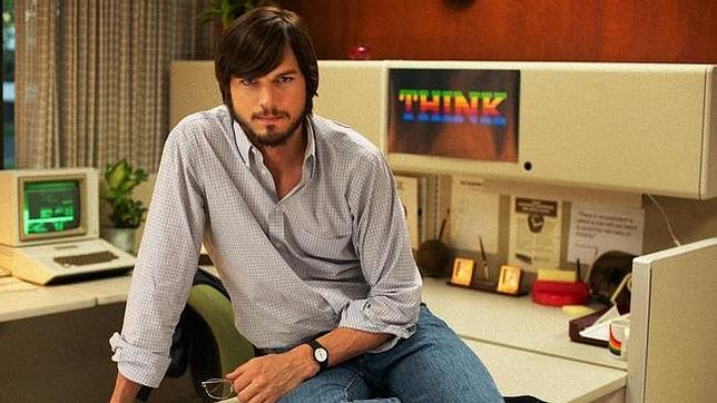 Así es Ashton Kutcher como el joven Steve Jobs