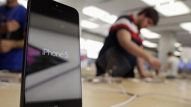 Apple sigue liderando el mercado, aunque su imagen flaquea