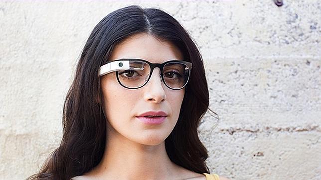 El fabricante de las Ray Ban se alía con Intel para hacer sus propias «Google Glass»