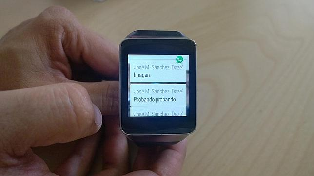 Así funciona WhatsApp en un «smartwatch» con Android Wear