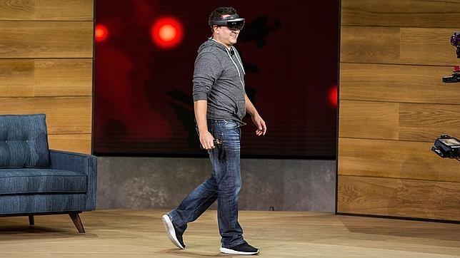 HoloLens, las gafas de realidad aumentada de Microsoft, no llegarán hasta al menos 2017