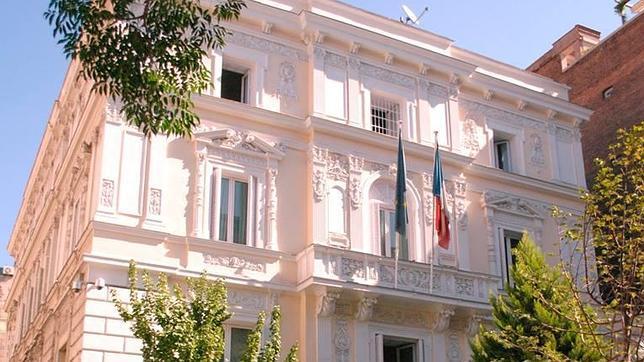 La embajada de Francia en España ya está en Twitter y Facebook