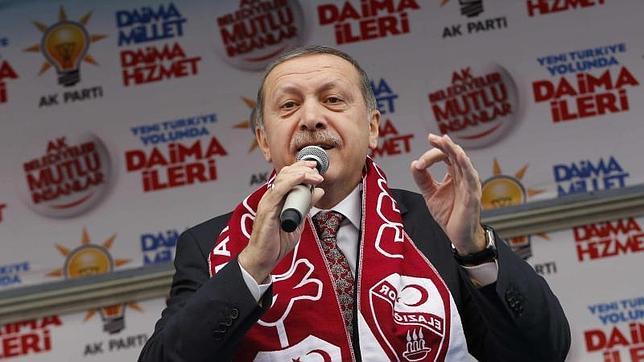 Turquía se plantea vetar el acceso a Facebook y YouTube