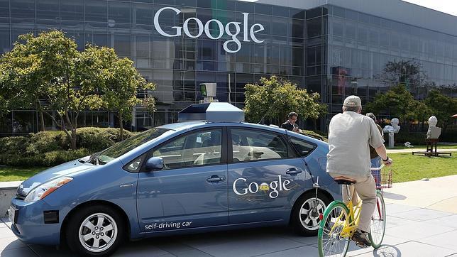 Tesla quiere crear con Google el primer coche comercial sin conductor