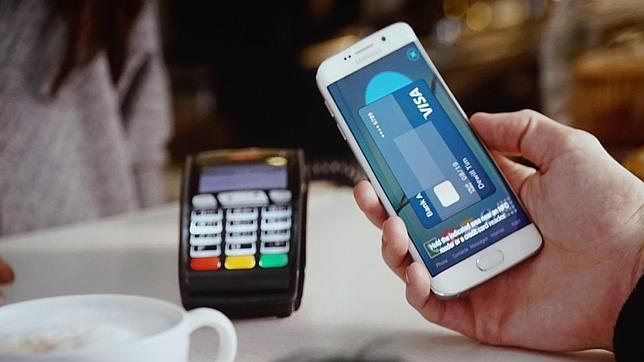 Samsung dispara hacia el Apple Watch con la integración de los pagos móviles en un «smartwatch»