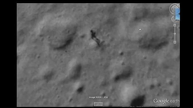 La misteriosa sombra humanoide en la luna descubierta con Google