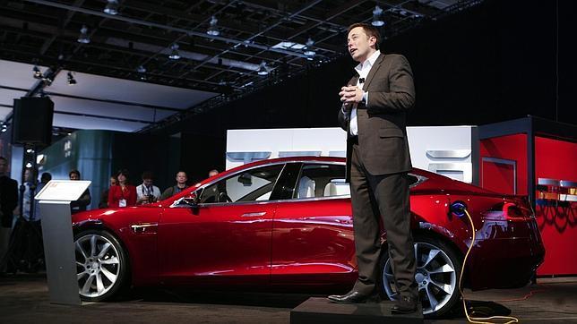 Elon Musk quiere lanzar una flota de 700 satélites para llevar internet a todo el mundo