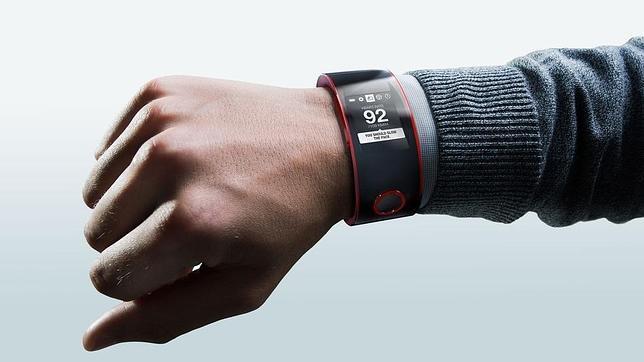 Nissan entra en la batalla de los «smartwatch» con Nismo Watch