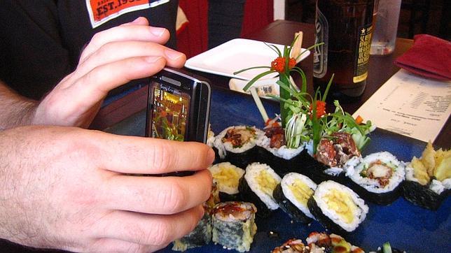 «Smartphones», los nuevos enemigos de los restaurantes
