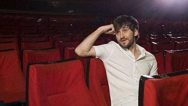 Raúl Arévalo protagoniza la primera obra teatral improvisada con tuits de la gente