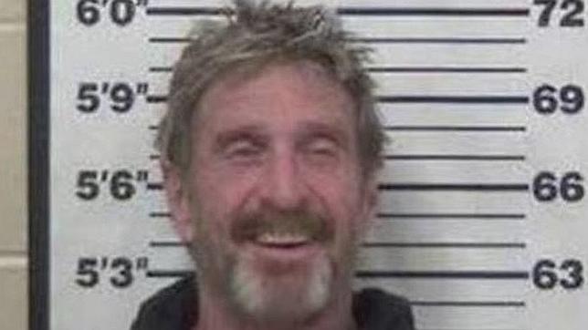 Detienen al excéntrico informático John McAfee por conducir bajo la influencia de las drogas