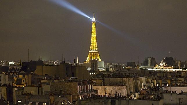 No publiques imágenes nocturnas de la Torre Eiffel si no quieres ser multano