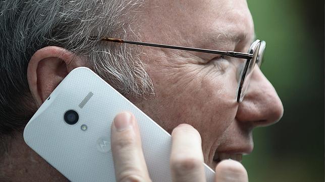 El presidente de Google se deja ver con el nuevo «Moto X»