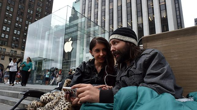 ¿Quién paga a los que hacen cola para comprar el nuevo iPhone 6?