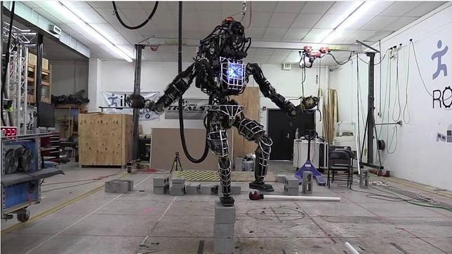 Así practica karate Atlas, el robot humanoide de Google