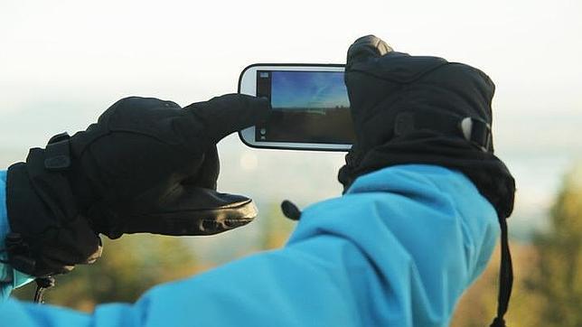 Crean un líquido que permite utilizar el smartphone con guantes