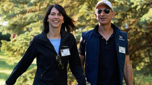 Jeff Bezos de Amazon, más millonario con la salida a Bolsa de Twitter