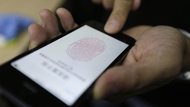 Experto alemán en privacidad advierte contra sensor biométrico del IPhone 5S