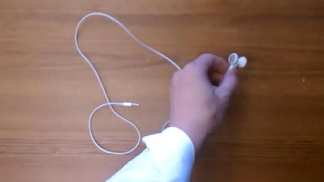 El sencillo truco para evitar que se enrede el cable de los auriculares