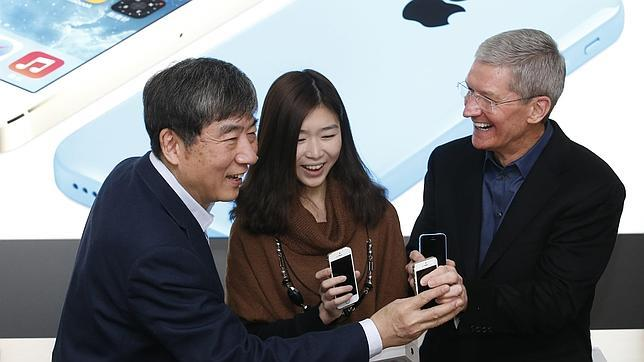 China Mobile comienza a vender el iPhone en medio de gran expectación