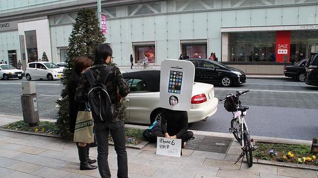 El japonés que hace cola para comprar un iPhone 6
