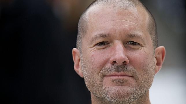 Jony Ive desaparece de la página de ejecutivos de Apple