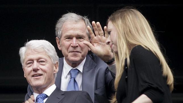 Bill Clinton, a Bush: ¿Por qué no tienes cuenta en Twitter?