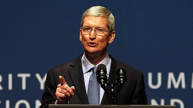 Exdirectivo de General Motors aconseja a Apple que no fabrique coches