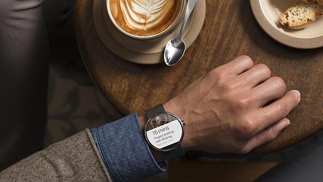 Motorola presenta su «smartwatch» con «Android Wear»