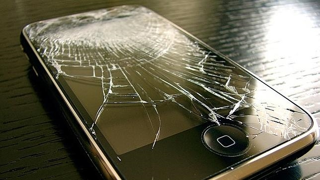 ¿Corremos peligro por tener la pantalla rota del «smartphone»?