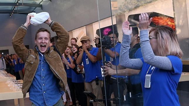 El entusiasmo invade la venta del nuevo iPhone 6