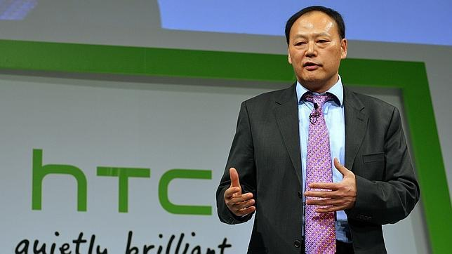 HTC, contenta con su acuerdo con Apple pero indignada con rumores de los medios