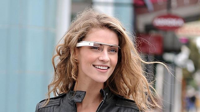 Mercedes-Benz prueba las Google Glass como un navegador para sus coches