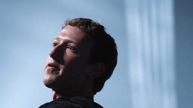 ¿Quién recibe los 990 millones de dólares de Zuckerberg?