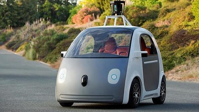 Google incluirá volante y pedales en su coche autónomo para cumplir con la Ley