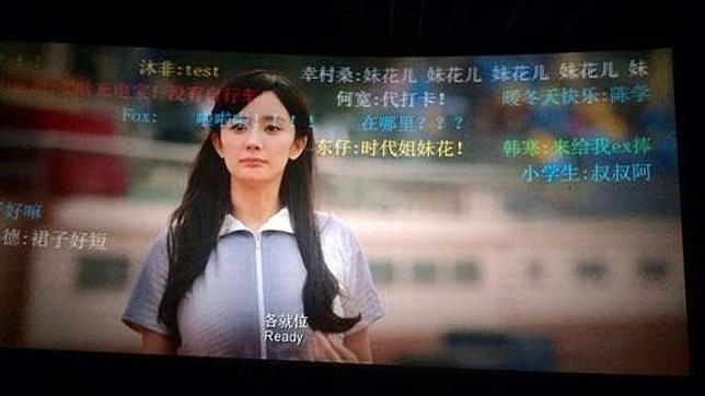 Los cines en China muestran en la pantalla mensajes enviados por los e..