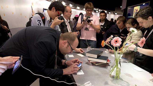 Vodafone y la UAO investigan el uso que hacen los ancianos de los dispositivos móviles