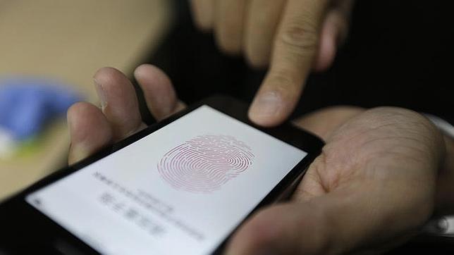Logran sortear el sistema de seguridadTouch ID del iPhone 5S